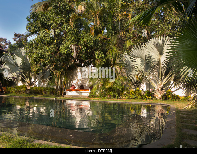 Goa mansion stock photos goa mansion stock images alamy for Guest house in goa with swimming pool