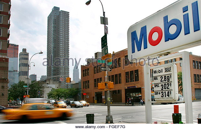 Mobil Gas Station Stock Photos Amp Mobil Gas Station Stock
