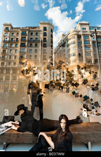 Mannequin madrid spain stock photos mannequin madrid - Zara gran plaza 2 ...