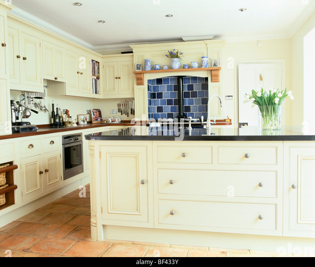 Large Traditional Cream Country Kitchen With Granite Topped Island Unit Stock Image