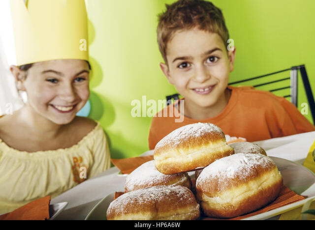 kindergeburtstag stock photos kindergeburtstag stock images alamy. Black Bedroom Furniture Sets. Home Design Ideas