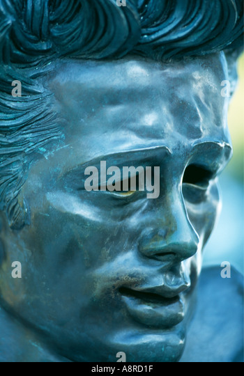 Statue of James Dean head detail in Griffith Park Observatory Los Angeles California USA - Stock - statue-of-james-dean-head-detail-in-griffith-park-observatory-los-a8rd1f