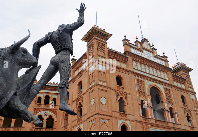 Statue Of Spanish Bull Stock Photos & Statue Of Spanish Bull Stock Images...
