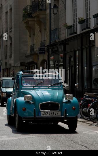 2cv paris stock photos 2cv paris stock images alamy for Garage citroen paris 17