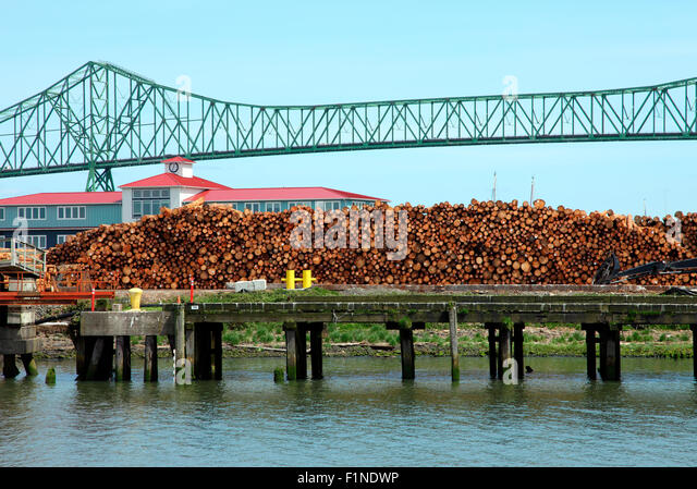 Graded lumber for export and bridge in Astoria OR. - Stock Image