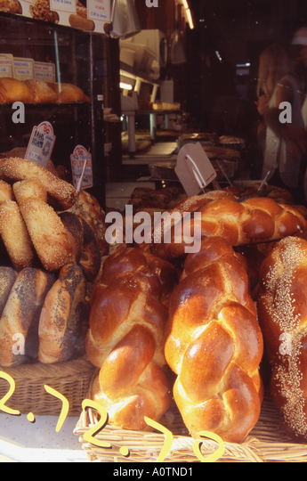 Jewish bakery paris stock photos jewish bakery paris for Cuisine yiddish