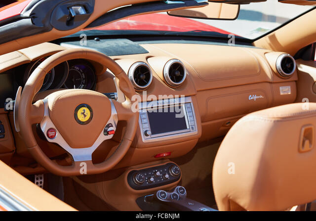 Ferrari steering wheel stock photos ferrari steering for Interieur voiture de luxe