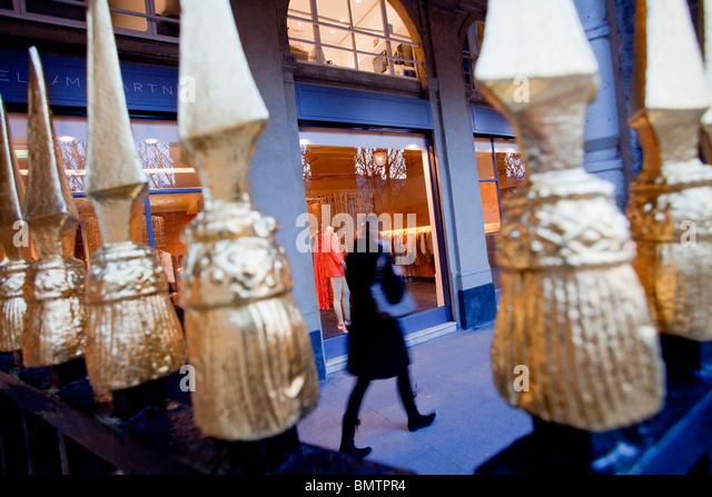 palais royal paris shopping stock photos & palais royal paris