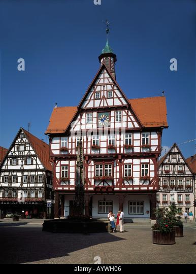 Fenster Bad Urach : Marktplatz, Fachwerkrathaus, Marktbrunnen, Bad Urach, Schwaebische Alb