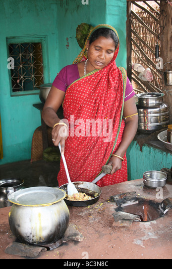 http://l7.alamy.com/zooms/62126b407f7c4cb6b039c9b23eab8a93/indian-woman-cooking-on-an-open-air-oven-orissa-india-bc3n8c.jpg Indian Woman Cooking