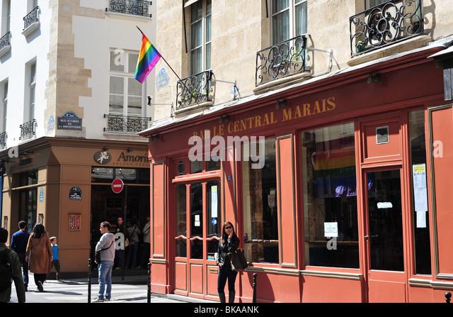 LImpact Bar est un sexclub et cruising bar gay naturiste à Paris