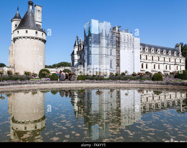 Chenonceau castle stock photos chenonceau castle stock for Castle gardens pool