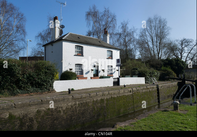 House For Sale At Home Park Lock No70 Grand Union Canal Kings Langley Herts