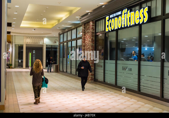 Low-cost gym Econofitness Promenades Cathedrale in Montreal - Stock Image