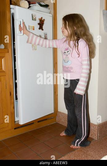Young teenager shutting fridge door in kitchen - Stock Image & Shutting Closing Door Stock Photos \u0026 Shutting Closing Door Stock ...