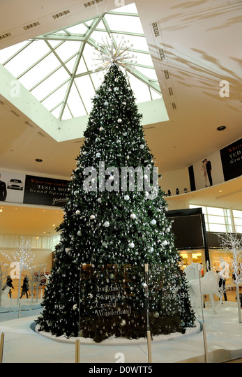 Toronto's Yorkdale Shopping Centre's Swarovski Crystal Wonderland on ...