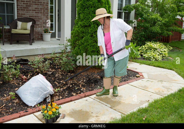 how to clean up weeds on patio