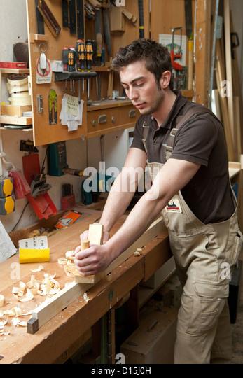 how to become a carpenter apprentice