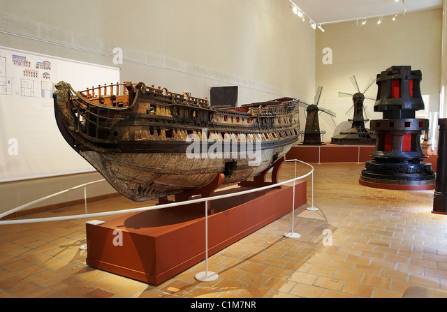Frigate ship stock photos frigate ship stock images alamy for Rochefort construction