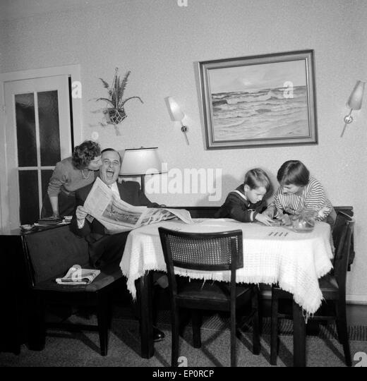 1950s Family Living Room Stock Photos Amp 1950s Family