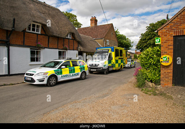 A police car and ambulance parked outside a pub in West Hanney, Wantage, Oxfordshire, UK. - Stock Image
