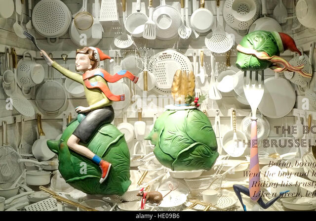 Fortnum mason christmas window display stock photos - Fortnum and mason christmas decorations ...