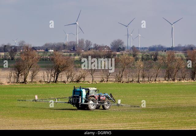 Spraying Pesticide Stock Photos & Spraying Pesticide Stock ...