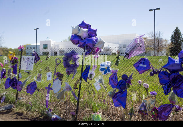Memorial Fence With A Full View Of Princes Paisley Park Studios His Home Chanhassen Minnesota
