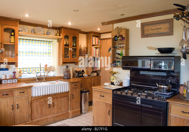 Charming Traditional Country Style Kitchen With Large Range Cooker   Stock Image