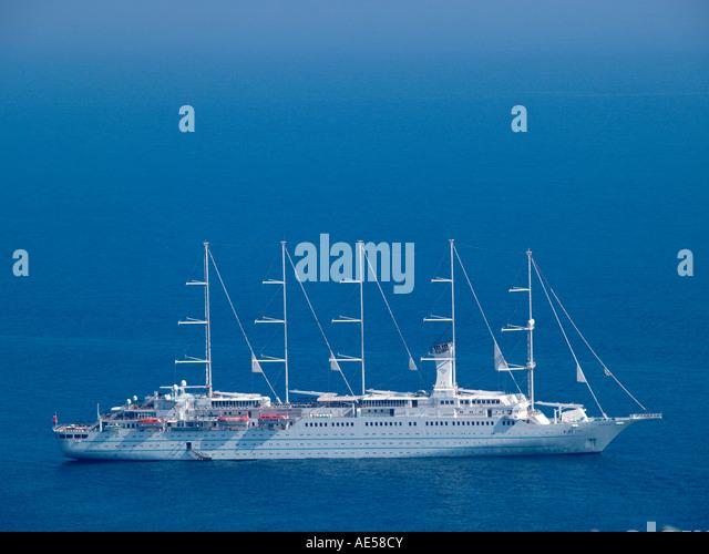 5 Masted Cruise Ship | Fitbudha.com