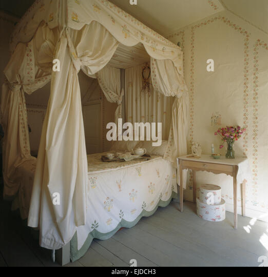 Four Poster Bed With Curtains Stock Photos Four Poster Bed With Curtains Stock Images Alamy
