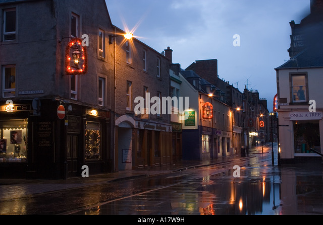Christmas decorations and reflections from shop lights decorate Perth Stock  Photo: 10172284 - Alamy - Christmas Decorations And Reflections From Shop Lights Decorate