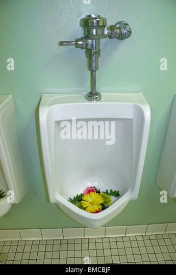 Bathroom Urinal urinals men stock photos & urinals men stock images - alamy