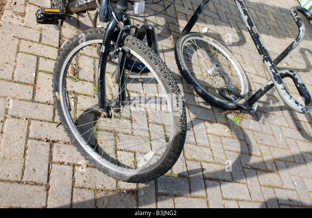 Tyres Chained Stock Photos & Tyres Chained Stock Images - Alamy