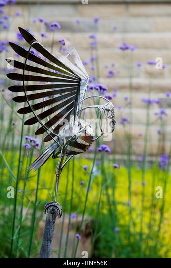 Bird In Hand Woking >> Sculpture Rhs Gardens Stock Photos & Sculpture Rhs Gardens Stock Images - Alamy