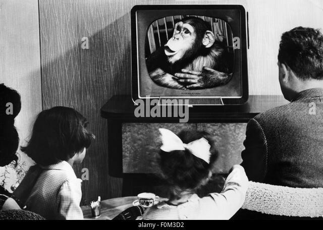 black kids watching tv. family watching tv, 1950s - stock image black kids tv n