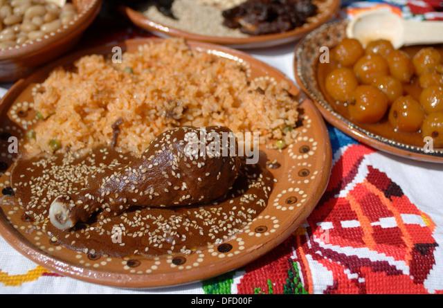 chicken-mole-with-rice-plato-de-mole-con-arroz-el-mole-es-una-manera ...