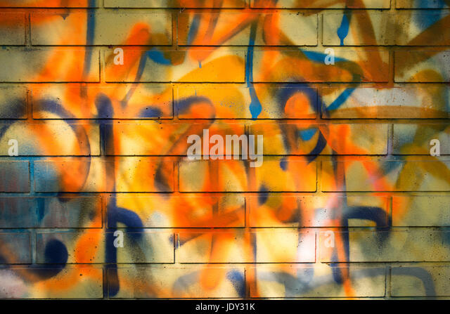 backsteinmauer moderne coole graffiti tags auf einer stock image garten kosten