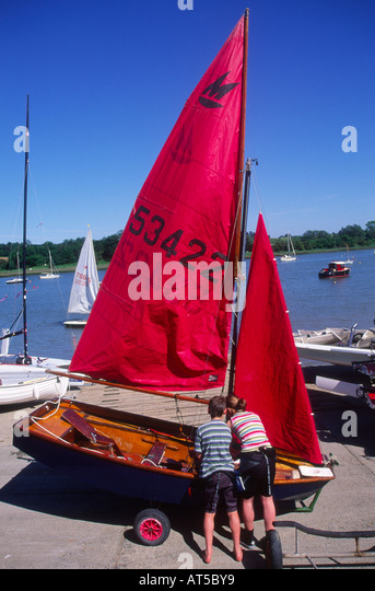 Mirror dinghy stock photos mirror dinghy stock images for Mirror yacht