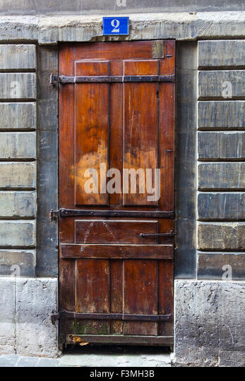 Door style on the streets of the old town district of Geneva - Stock Image & Latched Stock Photos \u0026 Latched Stock Images - Alamy