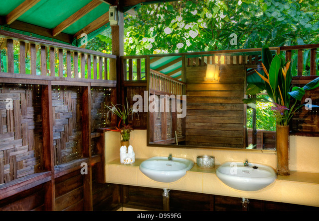 Forest tree house jungle stock photos forest tree house jungle stock images alamy - Tree house bathroom ...