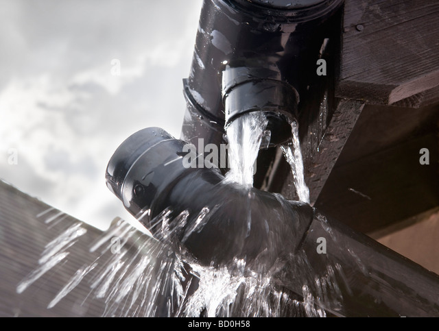 Leaking roof stock photos leaking roof stock images alamy for Leaking roof gutter