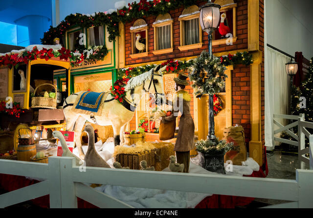 Christmas store window display stock photos amp christmas store window