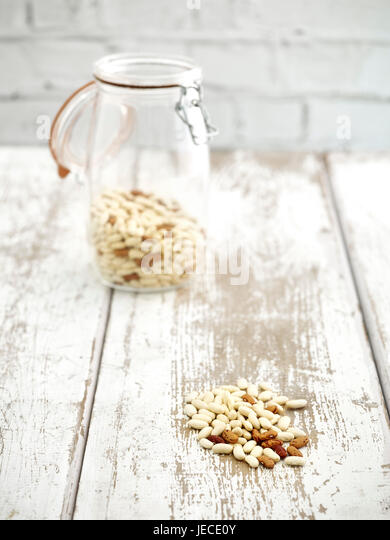 jar of borlotti and Cannellini beans on wooden worktop - Stock Image