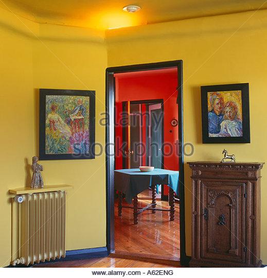 Seebüll, Nolde Museum, Das Gelbe Wohnzimmer Mit Blick In Das Rote Eßzimmer    Stock