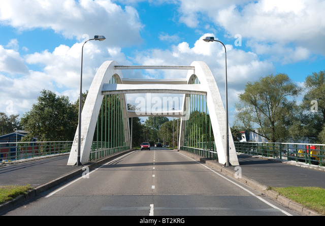 how to build a small arch bridge