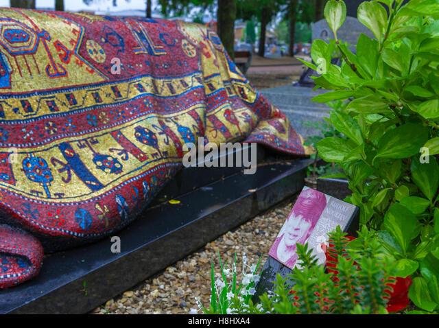 Famous grave stock photos famous grave stock images alamy - Buffalo grill sainte genevieve des bois ...