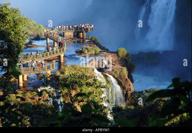 footbridge-with-tourists-at-the-iguazu-f