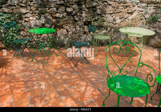 Shady garden stock photos shady garden stock images alamy for Outdoor furniture europe