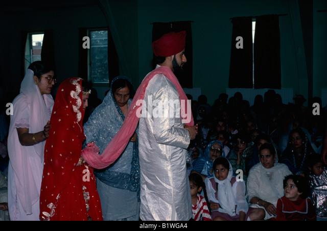 ENGLAND Religion Sikhism Bride And Groom At Sikh Wedding Ceremony Walk Around The Altar Holy